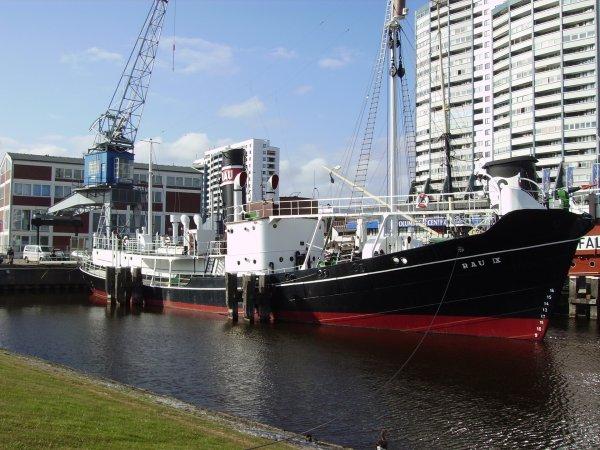 Baleinier RAU IX en attente de livraison