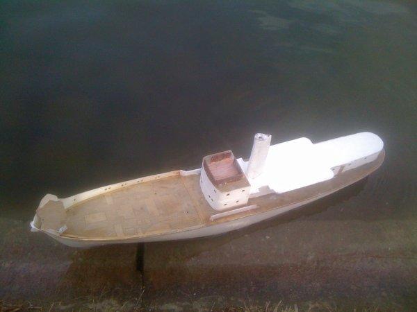 le RAU IX navigue