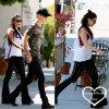 """. •● Vanessa et Austin, main dans la main, sortant du """"Sun Cafe"""" le 25 Juin à Los Angeles."""