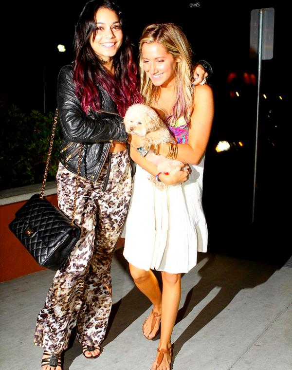 . ●● Vanessa et Austin se rendant à l'anniversaire d'Ashley Tisdale, le 02/07 ●●