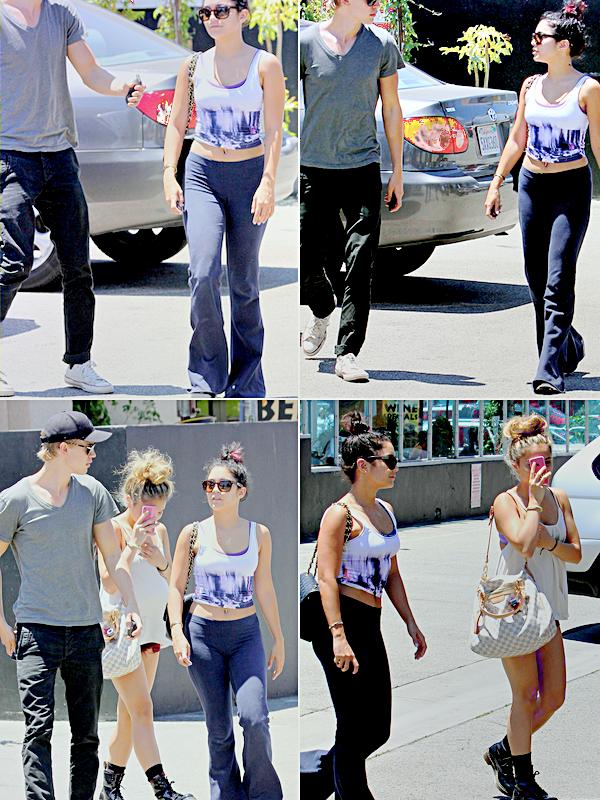 . ●● Vanessa a été aperçue avec Austin et Stella, quittant le Studio Cafe dans Studio City, le 14/07/2012