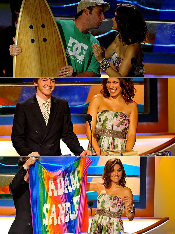 . ● Sophia arrivant aux Teen Choice Awards, le 3 Août 2008