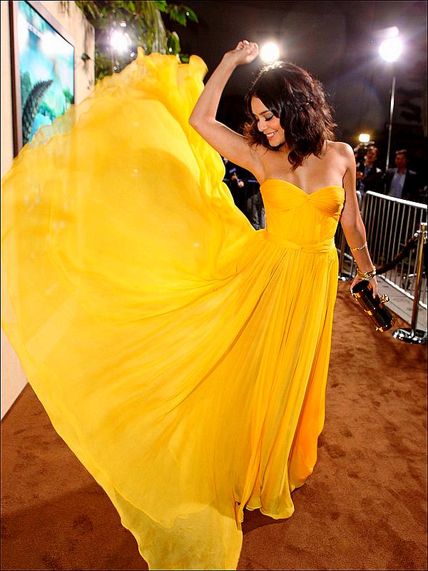 """. Vanessa  à la première du film """"Voyage au centre de la Terre 2"""", le 02/02/2012 ♥"""