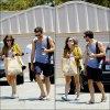 . Sophia quittant un cours de yoga, puis s'en allant faire du shopping avec un ami, le 31 Juillet 2012.
