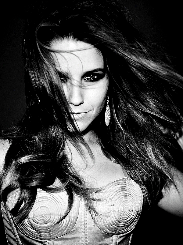 .PHOTOSHOOT Voici de nouvelles photos de Sophia, prise par le grand photographe Davis Factor