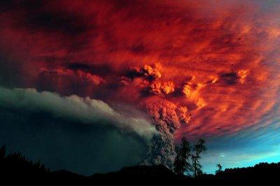 le Puyehue entre en éruption(chili)