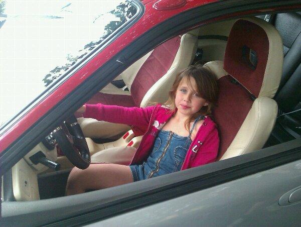 Moi dans la voiture de mon frère