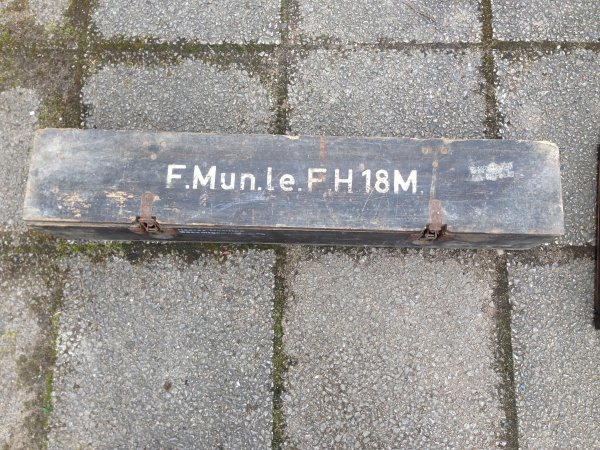 Caisse 1 obus 10 cm le.F.H.18.M