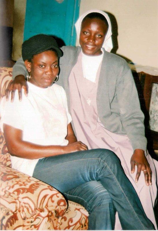 Soeur Monique avec ma grand soeur au Bas-Congo