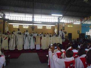 Ordinance Sacerdotale à la Paroisse Marie Auxiliatrice par l'Eveque Auxiliare de Kinshasa