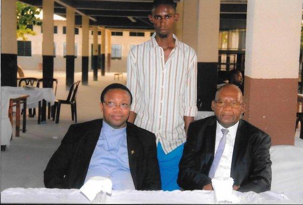 LA FETE  D'AUREVOIR DU PERE CARLOS KABUMA BALEZI Salesien de Don Bosco