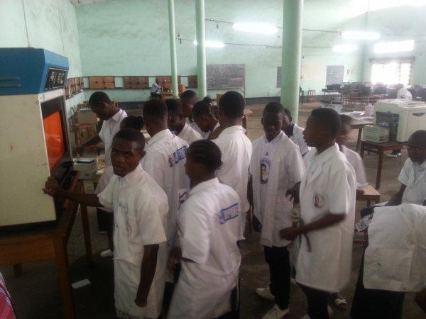 Atelier des élèves Electronique et informatique du Collège Don Bosco