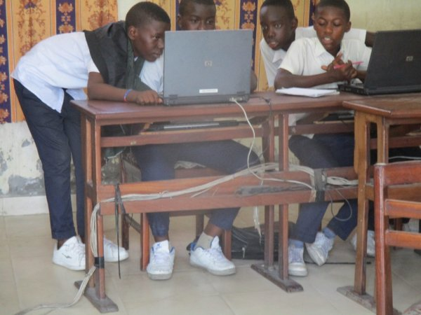 Bienvenu au Cyber Cafe Don Bosco