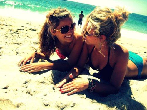 Il faut toujours avoir les mêmes égards pour ses amis, qu'ils soient présents ou absents.