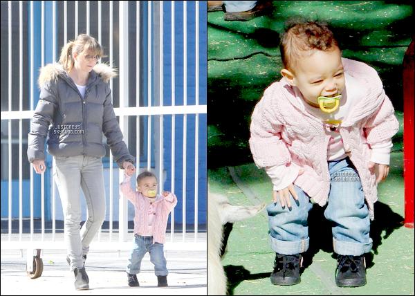 ---- Candids ♦ Ellen et sa fille Stella Luna  était au Zoo il y a quelques semaines. ----