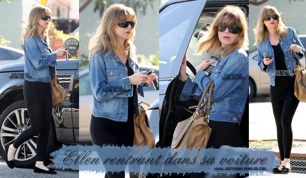 ---- Candids ♦ Ellen a été entourer par des paparazzi en voulant rentrer dans sa voiture. ----