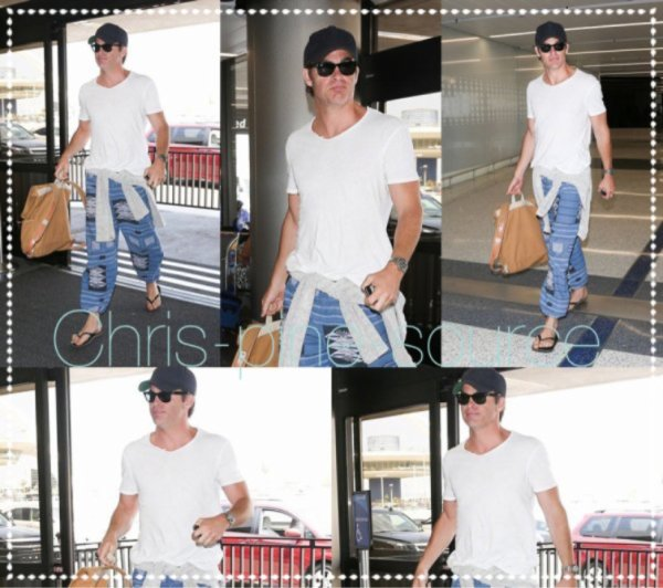 → Chris le 31 Mai ▬ A l'aéroport de LAX ←