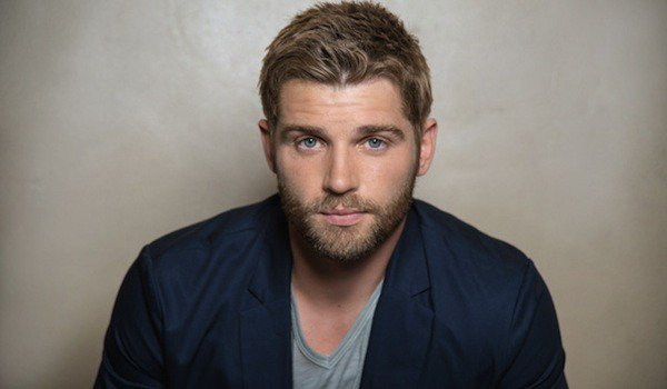 Mike Vogel dans For God and Country