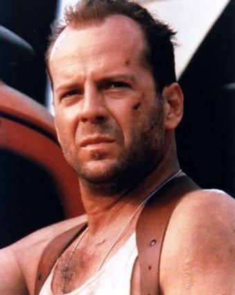 Ce n'est pas un homme, ni une femme, ni un humain d'ailleurs. C'est Bruce Willis.