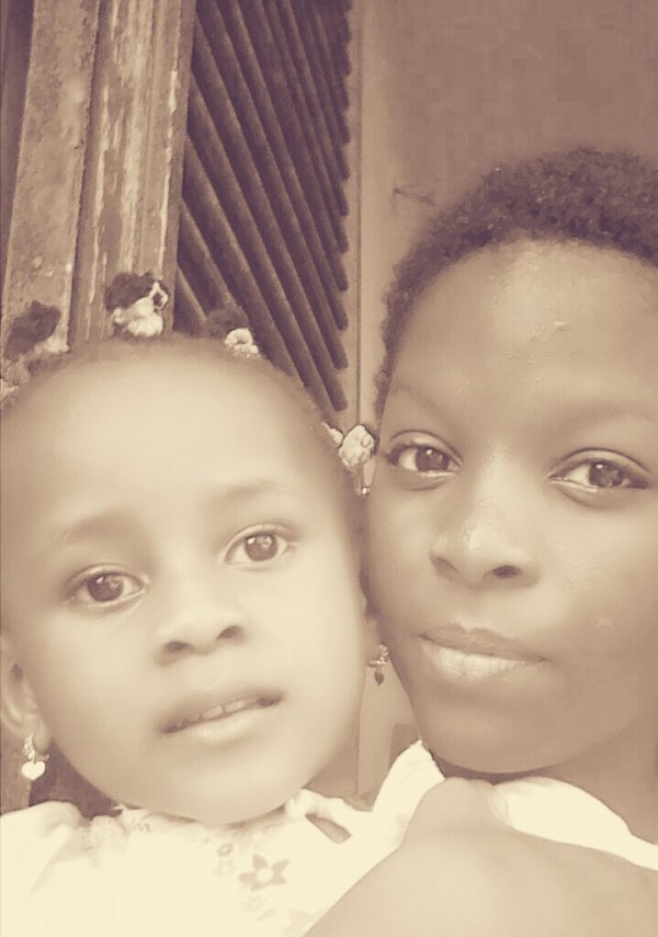 Moi ma soeurette vous souhaitons une bonne journée!😘😘😘
