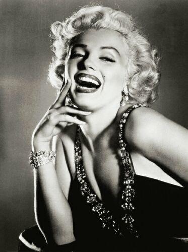 • Souris a la vie & elle te sourira en retour .