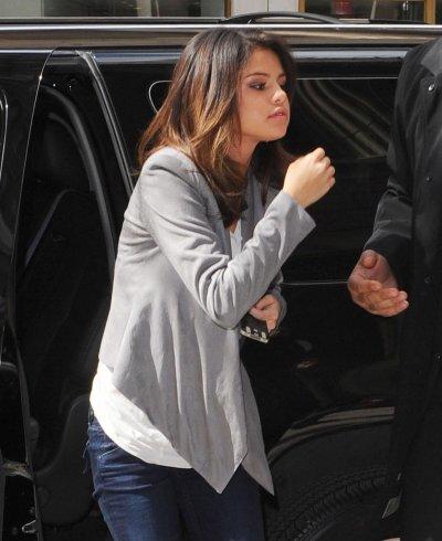 March 15, 2011 Selena Gomez in New York City (06 pics)