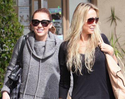 March 17, 2011 Miley Cyrus Out in Toluca Lake (13 pics)