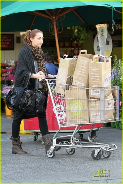 March 19, 2011 Miley Cyrus shopping at Whole Foods in Sherman Oaks (13 pics)
