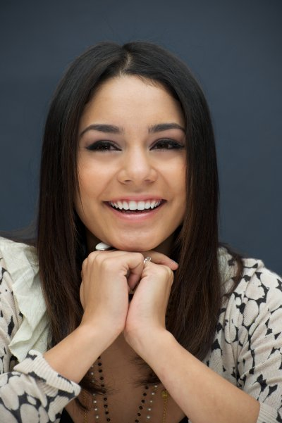 March 19, 2011 Vanessa Hudgens at Sucker Punch Press Conference in Beverly Hills (04 pics)