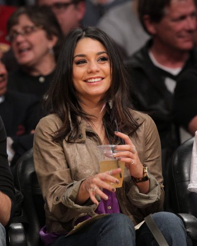 March 22, 2011 Vanessa Hudgens at the Lakers vs. Suns Game in Los Angeles (23 pics)