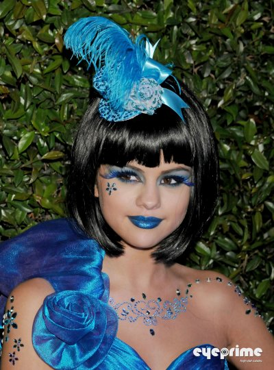 march 26 2011 Selena Gomez At Perez Hilton's Blue Ball Birthday Party (06 pics)