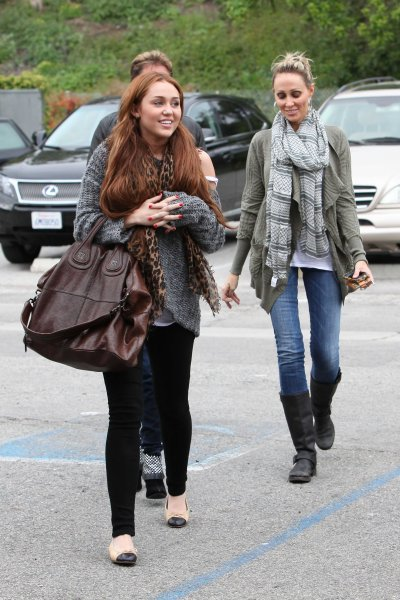 March 27, 2011 Miley Cyrus at Coffee Bean in Toluca Lake 05 Pics