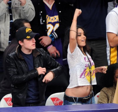 March 27, 2011 Vanessa Hudgens at The Lakers Game (08 pics)