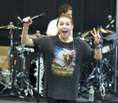 April 08, 2011 Miley Cyrus Rehearseal Tour 02 PICS