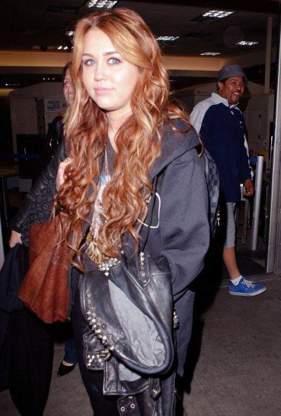 April 08, 2011 Miley cyrus Arriving at LAX 17 pics