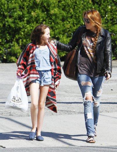 April 11,2011 Miley Cyrus out in LA (18pics)
