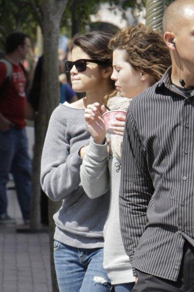 April 09, 2011 Selena Gomez at Disney resort 15 pics