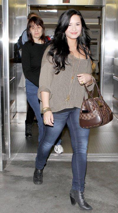 April 17, 2011 Demi Lovato At LAX 10 PICS