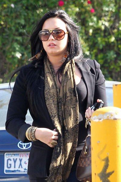 April 21, 2011 Demi Lovato O&A Candids