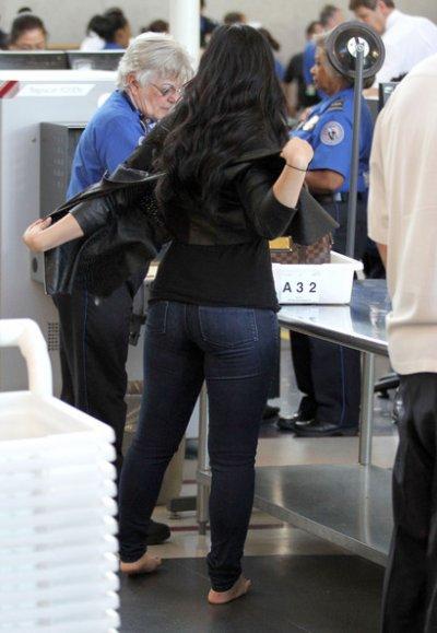 April 23, 2011 Demi Lovato at LAX Airport 70 Pics