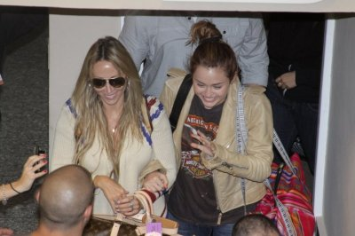 May 9,2011 At the Silvio Pettirossi Airport in Paraguay (5 pics)
