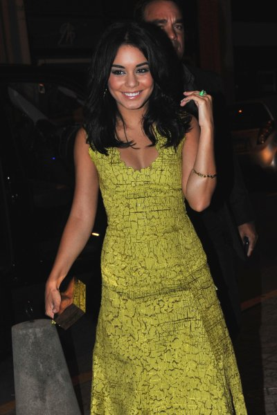 12 May 2011 Vanessa Hudgens Heading To Baron In Cannes 07 Pics