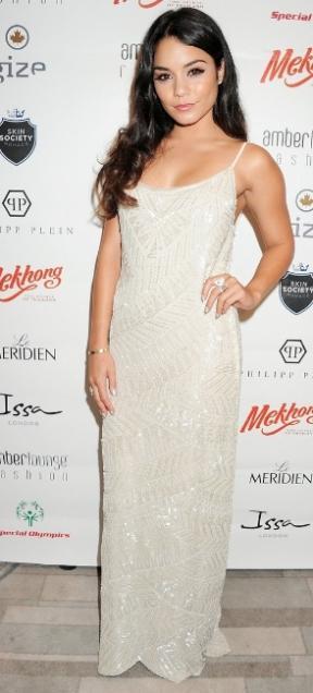 Vanessa Hudgens s'est rendue à Monaco à l'occasion du Amber Lounge Fashion Show 2012. On décrypte le look tapis rouge de Vanessa Hudgens