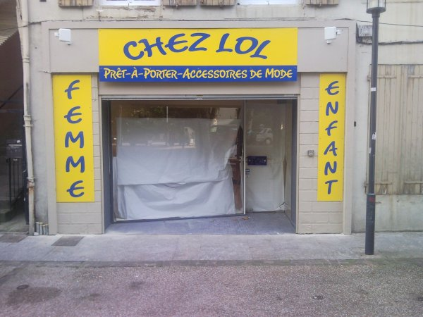 Facade Chez Lol Place de l'eglise a Lavelanet