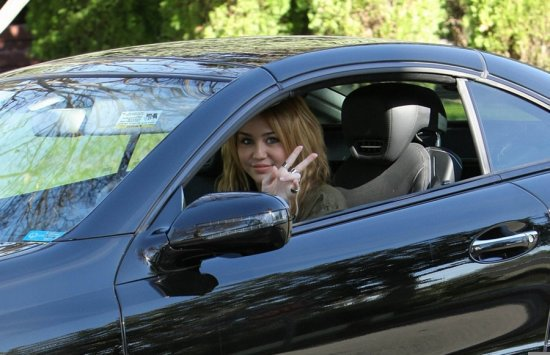 Miley Cyrus - Los Angeles - 2010.31 decembre