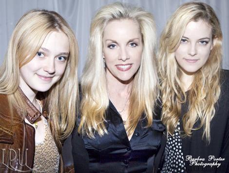 Nouvelles Photos de Riley Keough qui joue le rôle de Marie Currie la soeur jumelle de Cherie Currie