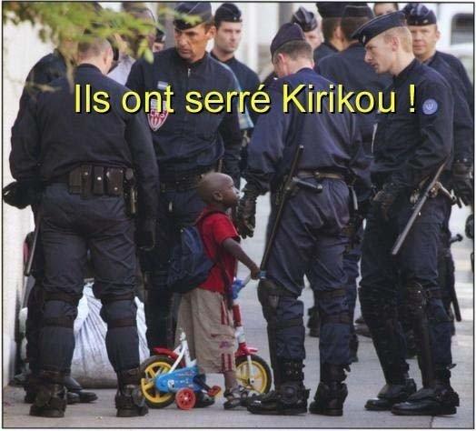 """""""Kiriku"""" entouré par les CRS"""
