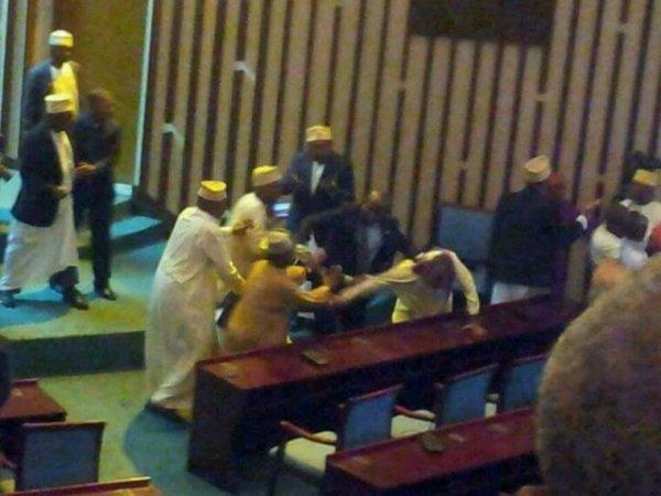 Accrochages physiques à l'assemblée Nationale de l'Union des Comores