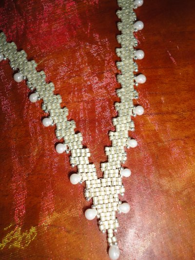 j'avais commencé le collier MICMIC FINE il y a quelque temps de cela, en voyant celui de isabelle LAM, j'ai complétement craqué, le voici