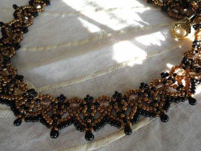 un collier de SEREINE, qui me faisait de l'oeil depuis pas mal de temps...le voici aux couleurs d'automne......merci à elle pour toutes ces créations